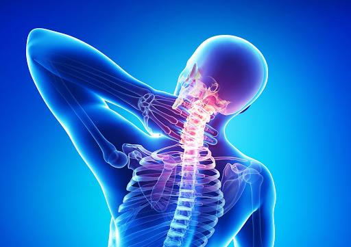 Опасные и безобидные причины боли в плечах