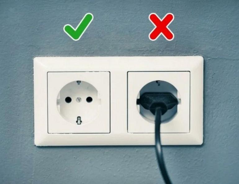 Зачем отключать электрические приборы из розетки